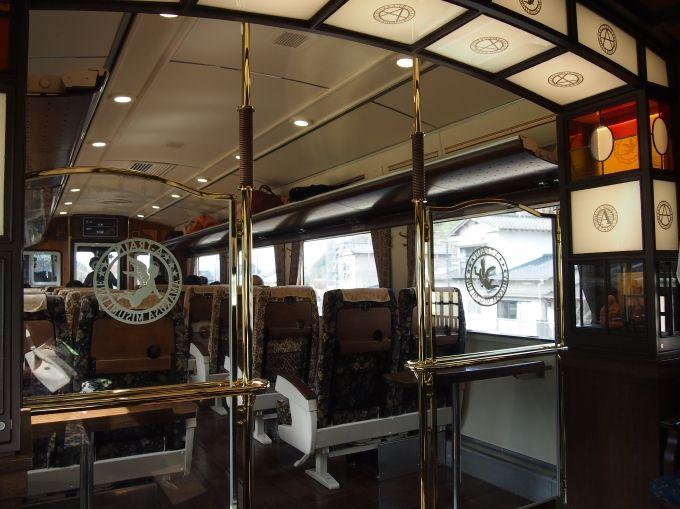 A-TRAIN BARと一体となった1号車。大きな窓には有明海の絶景が映る!