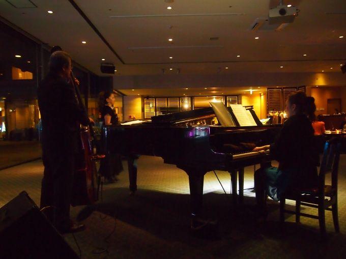 ジャズの生演奏楽しむバー、薩摩切子と薩摩焼ギャラリー、楽しみいろいろ
