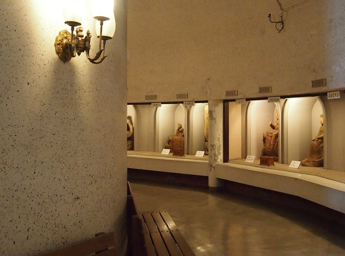 鎌倉時代の鉈彫り様式で彫られた観音三十三変化身に癒される