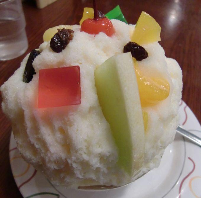 濃厚な自家製ミルクと蜜にフルーツが乗って、幸せ〜なスイーツ!