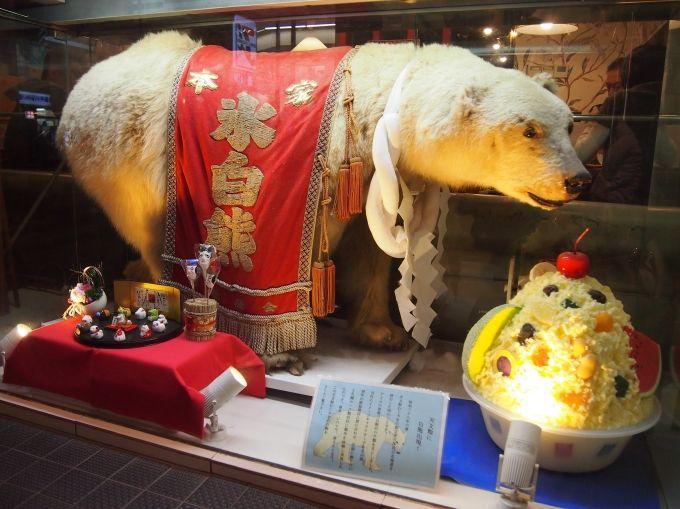 鹿児島の繁華街「天文館」のアーケードの中、目印はこの白熊!