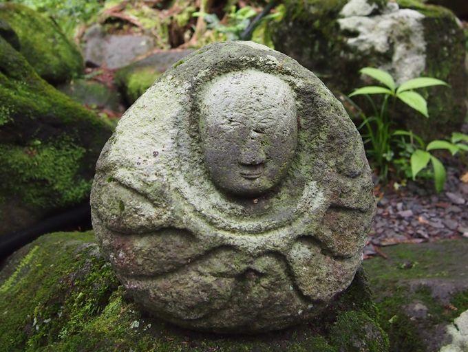 そこここに見られる謎の仏像!魅惑的でいつまでも見ていたくなる
