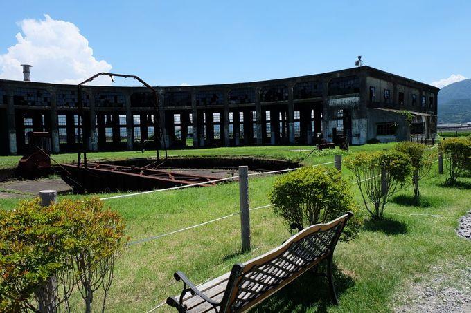 ロマンあふれる、アートな遺構「旧豊後森機関車庫・転車台」