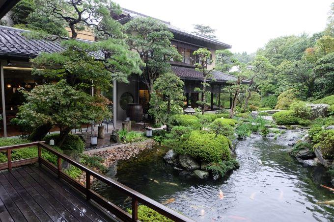 お湯に入って、まち歩きを楽しんで、庭園ラウンジでゆったり過ごす