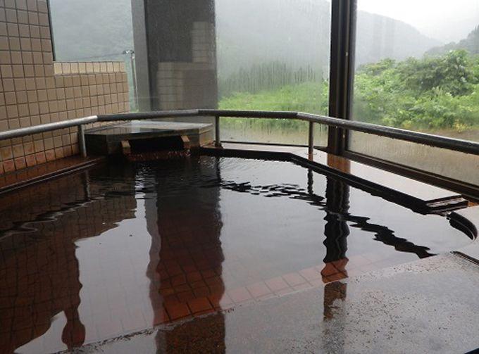素朴な山荘、でも温泉は本格派!不定期の「キハダ風呂」も