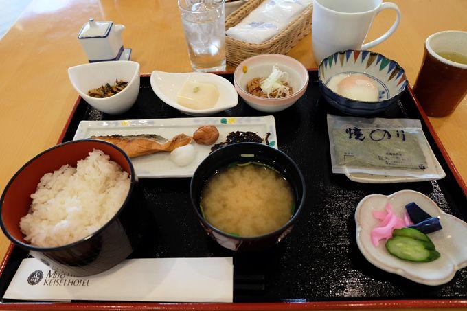 選べる和洋朝食、和食には日替わり焼き魚や水戸納豆も