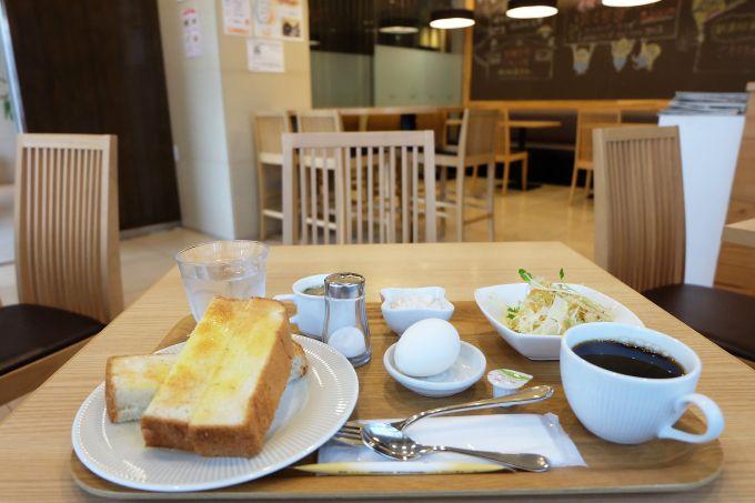 朝食は550円、シンプルながら嬉しいモーニングサービス!