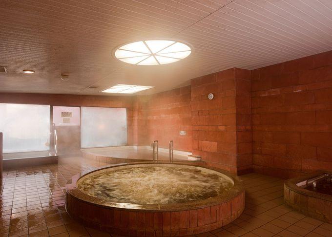世界でも珍しい植物性モール温泉!