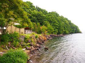 秘湯から臨む絶景&クルーズも!北海道「丸駒温泉旅館」はエーデルワイス咲く支笏湖畔の宿|北海道|トラベルjp<たびねす>