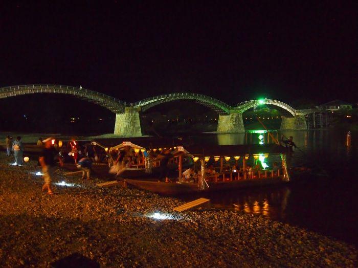 夜は鵜飼い、ライトアップされた岩国城、錦帯橋の絶景