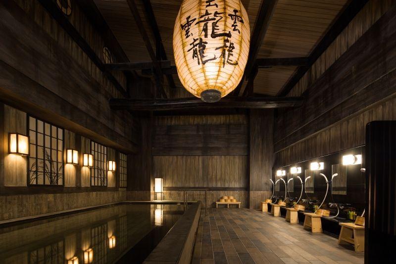 源泉100%の天然温泉、2つの和モダン空間を楽しみたい