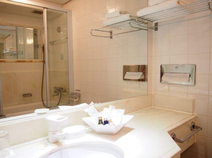 バスルームにはガラス戸を使用!
