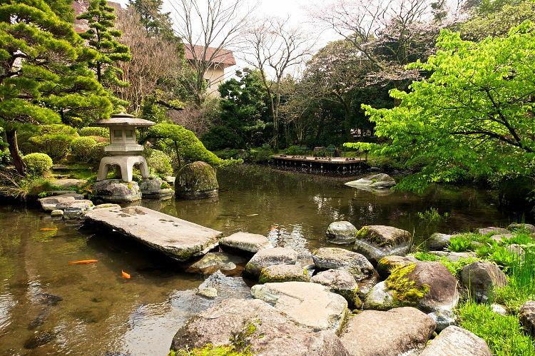 見所いっぱい、約1万坪の美しい庭園散策を楽しむ