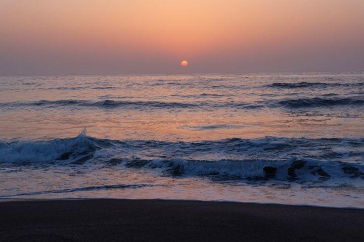海から昇る「朝日を見に行こうよ」!