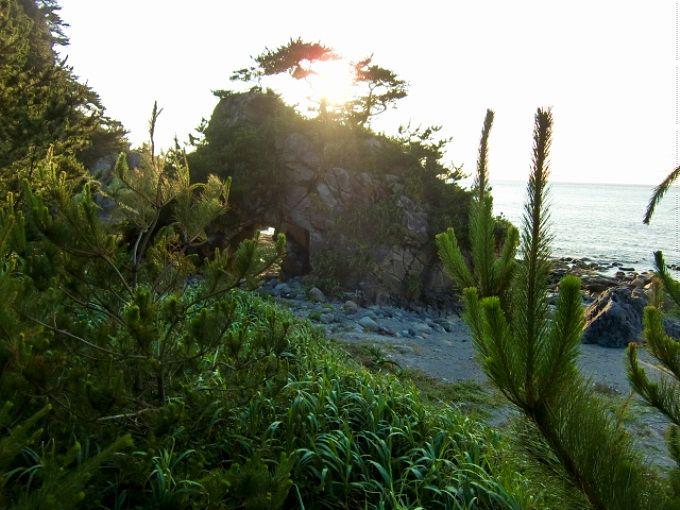 神津島に点在する海の絶景、奇岩たち