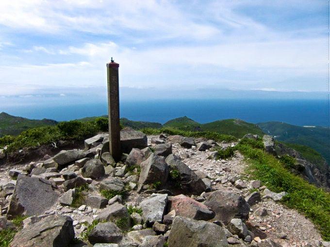山頂に40の小ピーク、その最高地点へ