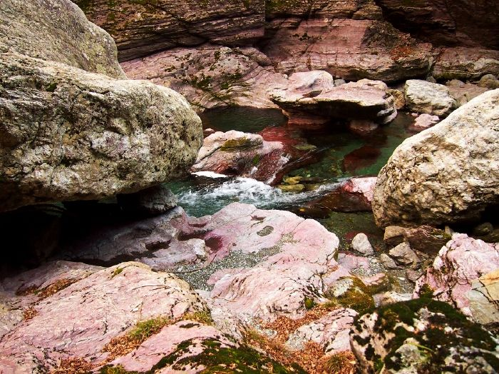 Wの神秘!仁淀ブルー+赤紫の奇岩美「中津渓谷」