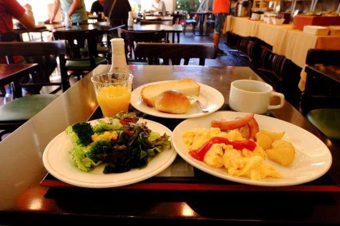 レストラン北の家族は夜は居酒屋、朝食は和洋定食