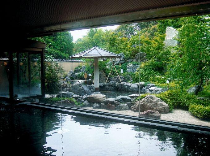 地下1200mから湧き出す温泉「白帝の湯」も楽しみ