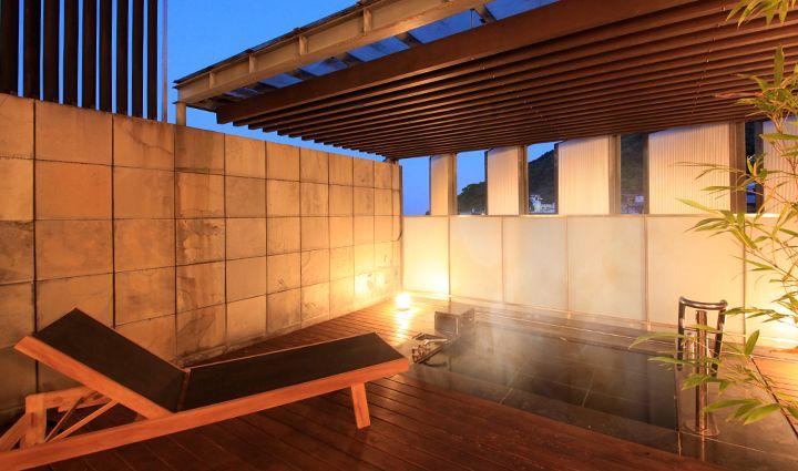 温泉は美人の湯!遠く相模湾を眺める露天風呂を満喫