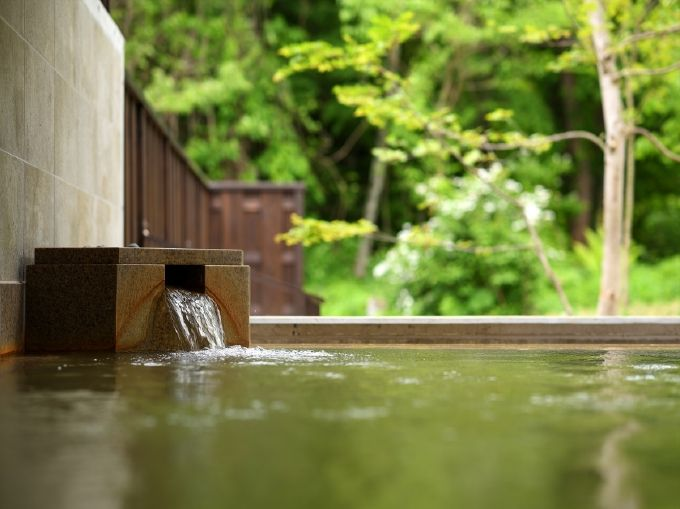 温泉は猫魔離宮宿泊客専用に、本館の絶景露天も
