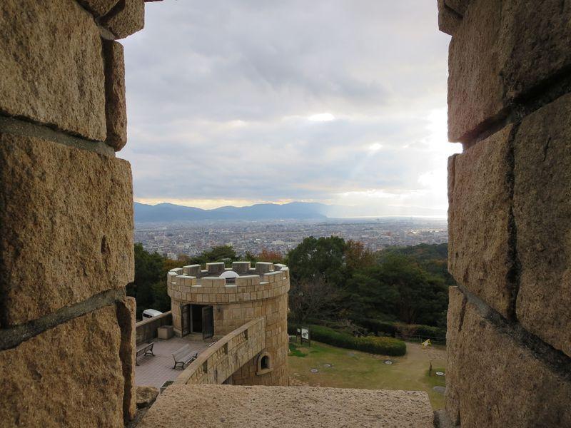 松山城から見える丘の上にヨーロッパの古城を発見!?その実態を探ってみる。