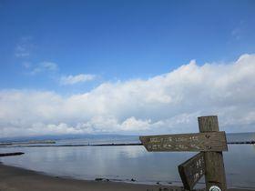 富山湾越しの立山連峰だけじゃない、絶景スポット雨晴海岸。