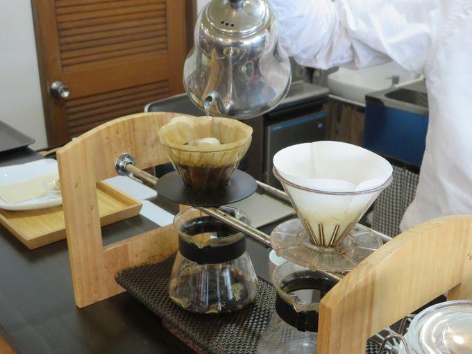一杯ずつ心を込めて淹れられたコーヒーを味わう。