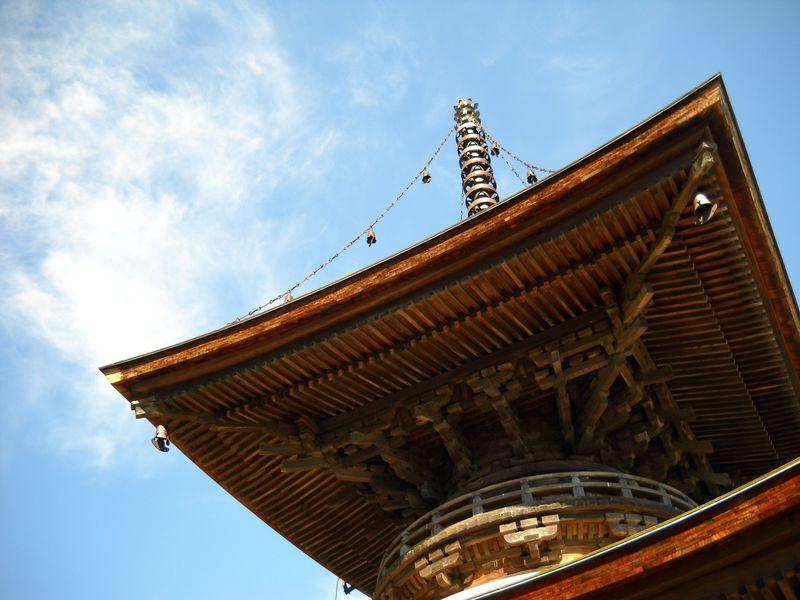 室町時代から500年そこに建つ!龍ヶ崎の来迎院多宝塔を仰ぐ