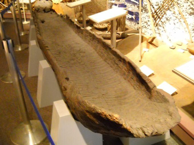 4000年前の丸木舟(県指定文化財)