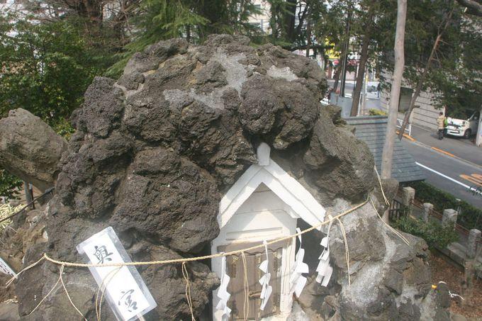 富士塚山頂にある奥宮