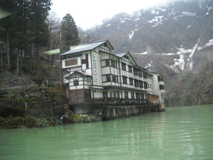 山の中の一軒宿「大牧温泉観光旅館」