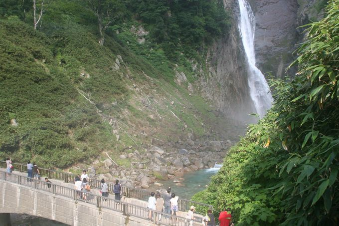 「称名橋」からの眺めは最高!マイナスイオンのシャワーを存分に浴びる!