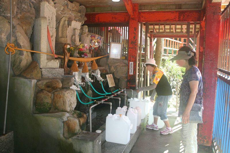 万病に効く霊水求めて行く!富山・上市町「穴の谷霊場」
