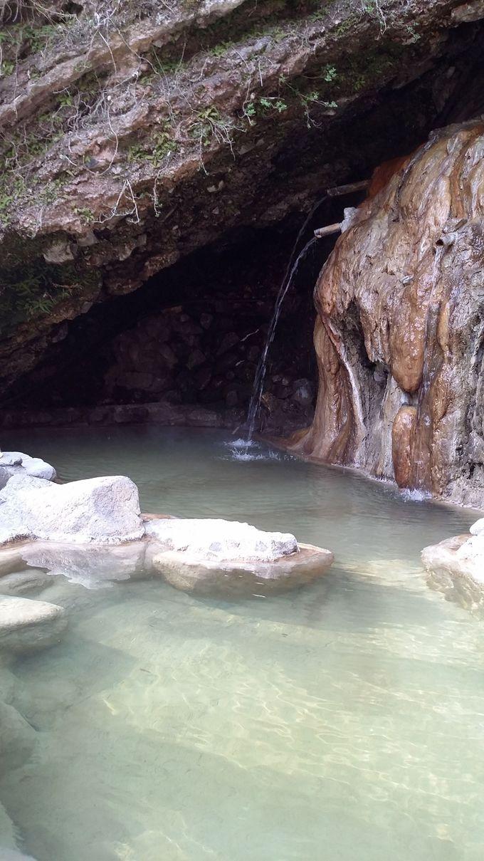 天然記念物の洞窟温泉でリラックス!
