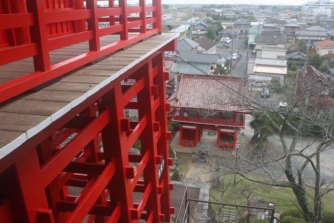 回廊から山武市成東の街並みが一望できる