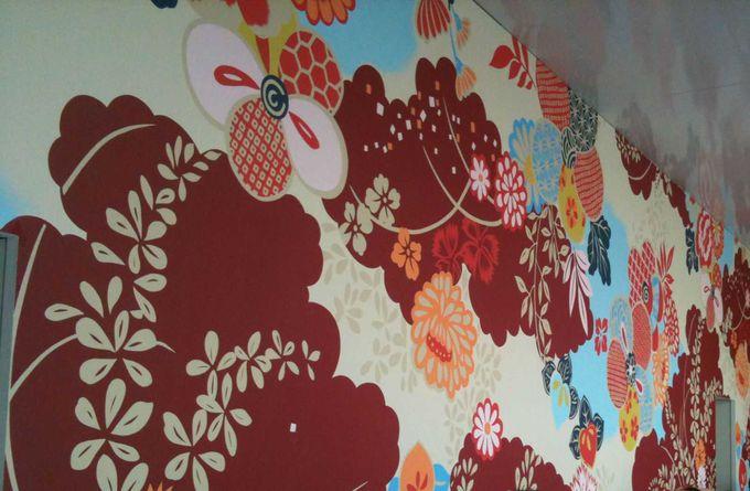 ポップな壁が目にも鮮やかな作品