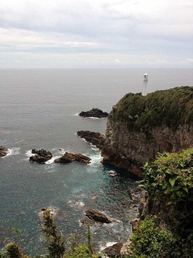 紺碧と白亜のコントラスト 足摺岬灯台