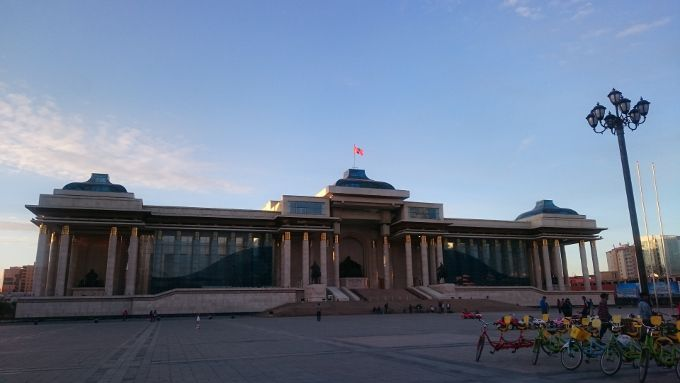 まずはまちの中心「チンギスハーン広場」からスタート