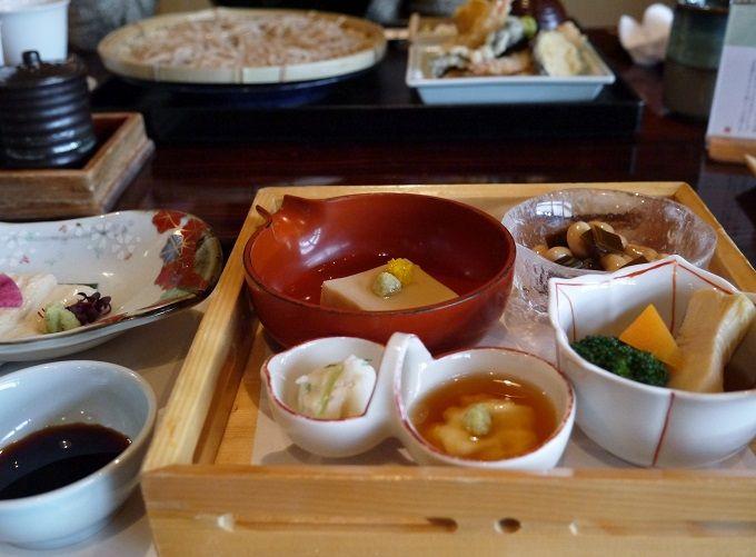 蔵の料亭で味わうヘルシー日本食