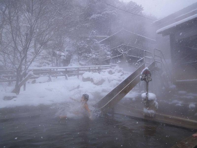 湯めぐりが楽しい温泉天国の秘湯で雪見風呂【栃木県北温泉】