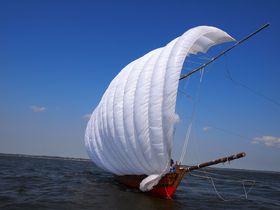 白い帆いっぱいにロマンと云う風を乗せて湖上を走る 霞ヶ浦帆引き船|茨城県|トラベルjp<たびねす>