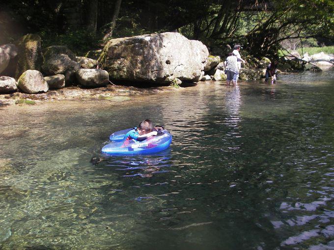 まるで天然プール!碧く透き通る穴場の涼スポット「木の俣川」(栃木)