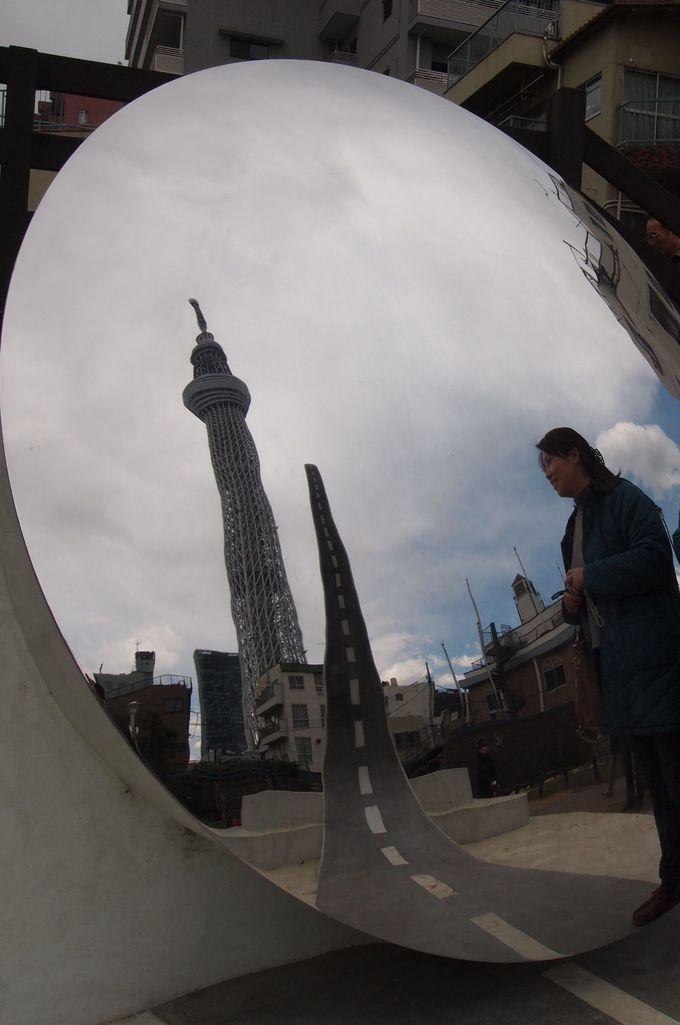 一人旅でも、大勢の旅でも東京スカイツリーと記念撮影