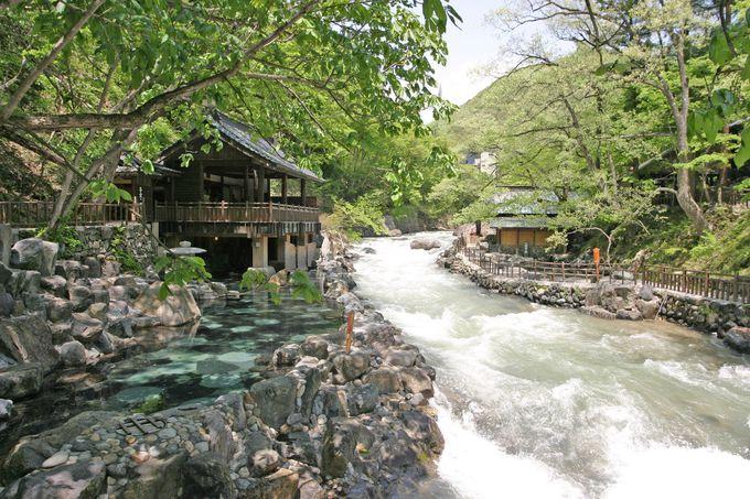 古代ローマとつながった宝川温泉の大露天風呂