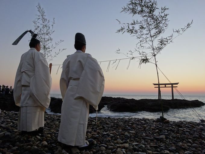 まさに神界のゲート!朝日とセットでみたい茨城観光スポット「大洗磯崎神社」