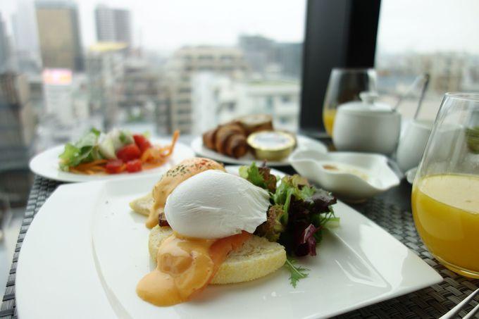浅草の町並みを眺めながらいただく朝食