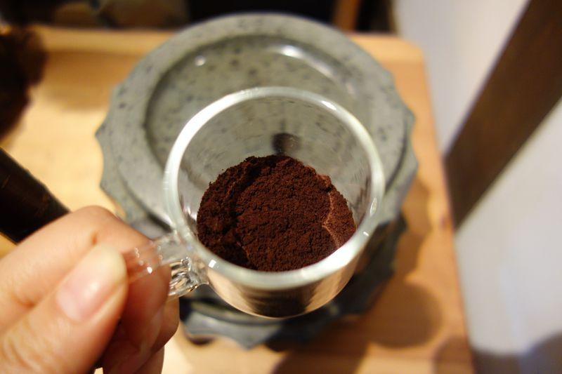 コーヒー豆を自ら石臼で挽く瞑想喫茶!那須高原「かんなびと」