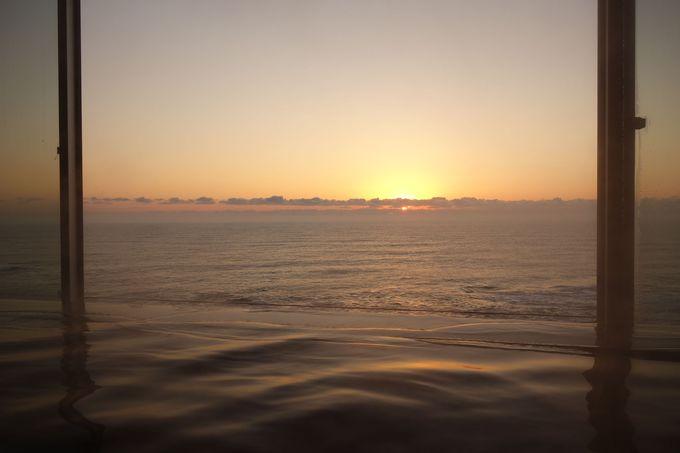 海と一体感を感じる湯舟での〜んびり湯浴み