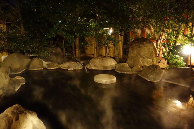 豊富な湯量の天然温泉で満点の星空を眺めながらのんびり湯浴み